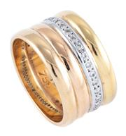 Sale 8937 - Lot 348 - AN 18CT THREE TONE GOLD DIAMOND RING; 4 joined bands with white gold set circle of 29 round brilliant cut diamonds and a further 2 b...
