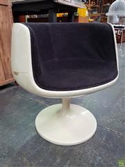 Sale 8566 - Lot 1062 - Vintage Tub Chair