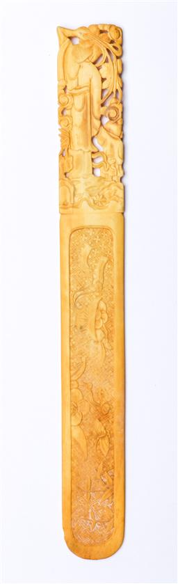 Sale 9093 - Lot 81 - Chinese Ivory Page Turner with Figural Handle (L26.5cm)