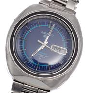 Sale 9066 - Lot 365 - A VINTAGE SEIKO 5 SPORTS AUTOMATIC WRISTWATCH; ref; 6119-8450 in stainless steel with blue dial, applied markers, center seconds, 21...