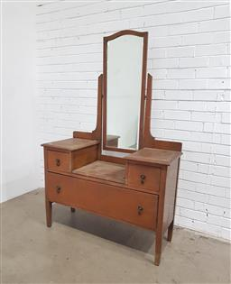 Sale 9129 - Lot 1019 - Oak 3 Drawer Chest with Mirror