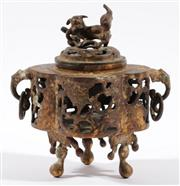 Sale 9003 - Lot 77 - A brass Chinese censer with temple dog finial, H:18cm