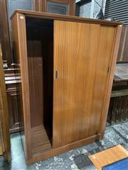 Sale 9002 - Lot 1014 - Austin Suite Teak Robe with 2 Sliding Doors (h:175 x w:123 x d:60cm)