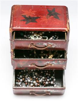 Sale 9153 - Lot 89 - A Japanese lacquer jewellery box and contents, box as found with breaks H13cm,
