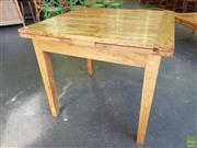 Sale 8601 - Lot 1299 - Oak Extension Dining Table (H: 78 L: 90-165 W: 90cm)