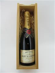 Sale 8423 - Lot 664 - 1x NV Moet et Chandon Brut Imperial, Champagne - in timber gift box