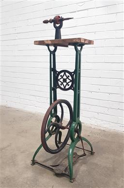 Sale 9112 - Lot 1046 - Vintage cast iron pedal driven lathe (h:98 w:38 d:22cm)