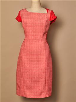 Sale 9093F - Lot 6 - A Tahari pink patterned dress size 10/12