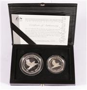 Sale 9035M - Lot 894 - Perth Mint Australian Kookaburra 1995 Proof Issue from the Two Ounce Collection cointaining one 2oz fine silver $2 coin and one 1oz...