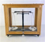 Sale 8980 - Lot 54 - Vintage cased balance scale (case size 39cm x 42cm x 19cm)
