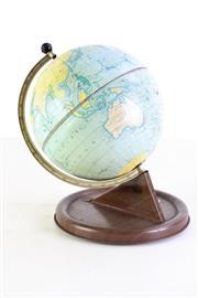 Sale 8980 - Lot 73 - Small desk globe (H23.5cm)