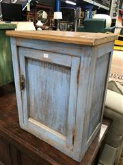 Sale 8822 - Lot 1275 - Small Shabby Chic Cabinet