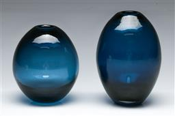 Sale 9148 - Lot 78 - A duo of vintage Scandinavian two colour cased glass vases, (H:12.5cm)