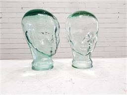 Sale 9117 - Lot 1031 - Vintage graduated pair of glass heads (h:29cm)