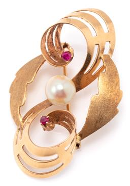 Sale 9149 - Lot 349 - AN 18CT GOLD PEARL AND GEMSET BROOCH; polished swirl and brushed leaf design set with a 7.5mm near round cultured pearl and 2 synthe...