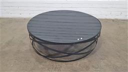 Sale 9157 - Lot 1005 - Modern glass top coffee table (h:33 x d:110cm)