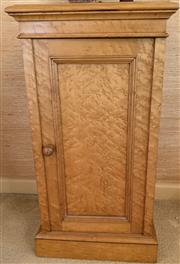 Sale 8510A - Lot 41 - A Birdseye maple pot cupboard, H x 76cm, W x 40cm, D x 34cm
