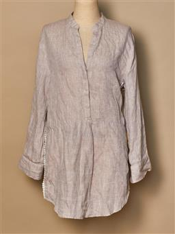 Sale 9093F - Lot 57 - An Alessendra casual beige beach style attire top, size small