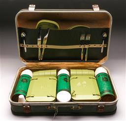 Sale 9114 - Lot 93 - Retro cased picnic set