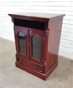 Sale 9129 - Lot 1081 - Reproduction Mahogany dwarf bookcase (h:106 w:57 d:77cm)