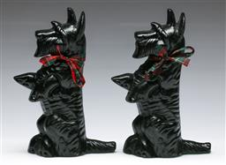 Sale 9156 - Lot 48 - A pair of cast iron Terrier themed door stops (H:22cm)