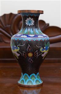 Sale 8735 - Lot 99 - A cloisonne vase with five claw dragon decoration, H 26cm