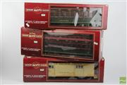 Sale 8505 - Lot 84 - Gauge Bachmann 10th Anniversary Railway Passenger Carriages Boxed Together with Boxed Mail Car (3)