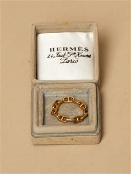 Sale 9093F - Lot 37 - An Hermes Ring Styled as an anchor link chain in 18ct gold, with Hermes in Original Box (Box Damaged), size J-K, wt. 4.26g.