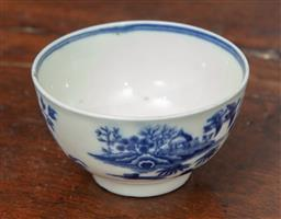 Sale 9120H - Lot 18 - An early Worcester blue and white porcelain tea bowl, crescent mark to base, Diameter 7.5cm