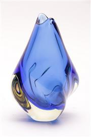 Sale 9018 - Lot 58 - Blue glass bud vase H: 19cm