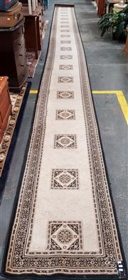 Sale 8822 - Lot 1558 - Machine Made Hall Runner (1000 x 80cm)