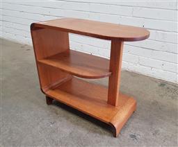 Sale 9151 - Lot 1093 - Art deco maple open bookcase (h:57 x w:66 x d:31cm)