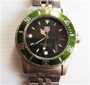 Sale 8362A - Lot 75 - A vintage mens Tag Heuer professional dive watch, stainless steel with green bezel, Quartz movement, keeping accurate time, 40 mm