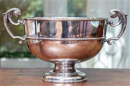 Sale 9120H - Lot 60 - An English Hallmarked sterling silver twin handles raised bowl, Sheffield, c.1903, by Lee & Wigfull (Henry Wigfull), Width 37cm x Wi...