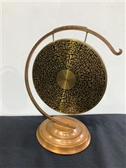 Sale 9092 - Lot 1066 - Vintage Australian Copper dinner gong with hammered finish (h:24cm)