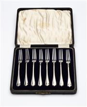 Sale 8651A - Lot 76 - A set of 8 Hardy Brothers silverplate oyster forks, Registered design No. 539518 which dates as 1910. Fitted in Hardy Brothers silk ...