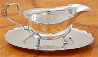 Sale 9090H - Lot 40 - An epns gravy boat and tray. Length of tray 20