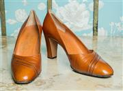 Sale 8420A - Lot 43 - A pair of vintage 1940's brown Edward Meller leather pumps, made in Italy, size: 38,  condition: very good