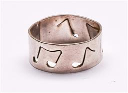 Sale 9136 - Lot 46 - Retro sterling silver musical note band, stamped 925 (Wt 5g)