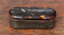 Sale 9120H - Lot 91 - A tortoise shell and horn lidded trinket box with mother of pearl inlay to top, Length 8.5cm