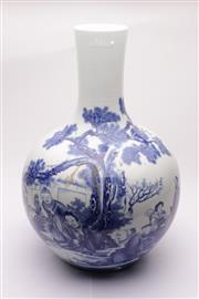 Sale 9049 - Lot 67 - Large Bulbous Chinese Blue & White Vase depicting a Council Meeting (H: 53cm)