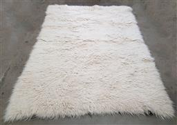 Sale 9134 - Lot 1004 - Large vintage Flokati rug in white (310 x 220cm)