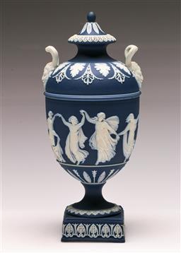 Sale 9122 - Lot 40 - Classical Twin Handled Wedgwood Lidded Urn (H:23cm)
