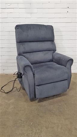 Sale 9157 - Lot 1052 - Electric fabric recliner (h115 x d90cm)