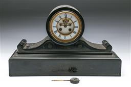 Sale 9093 - Lot 39 - A Black Slate Edwardian Mantle Clock (H:28cm W: 45cm D:15cm)