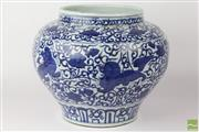 Sale 8524 - Lot 18 - Blue And White Chinese Pot Decorated With Lions