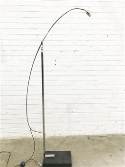 Sale 9121 - Lot 1055 - Articulated metal arch lamp on marble base (h:216cm)
