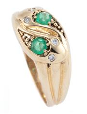 Sale 8937 - Lot 339 - AN EMERALD AND DIAMOND SERPENT RING; 9ct gold entwined snakes with round brilliant cut diamond set eyes and 2 round cut emeralds to...