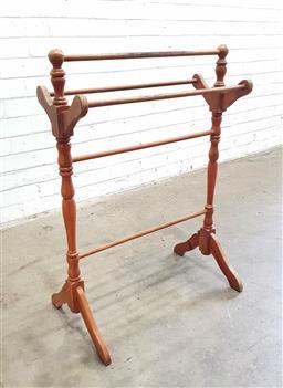 Sale 9112 - Lot 1059 - Turned timber towel rail (h:87 x w:67 x d:26cm)
