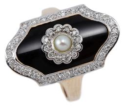 Sale 9115 - Lot 358 - AN EDWARDIAN STYLE PEARL DIAMOND AND ONYX RING; shield shape top with curved onyx plaque centring a pearl and round brilliant cut di...